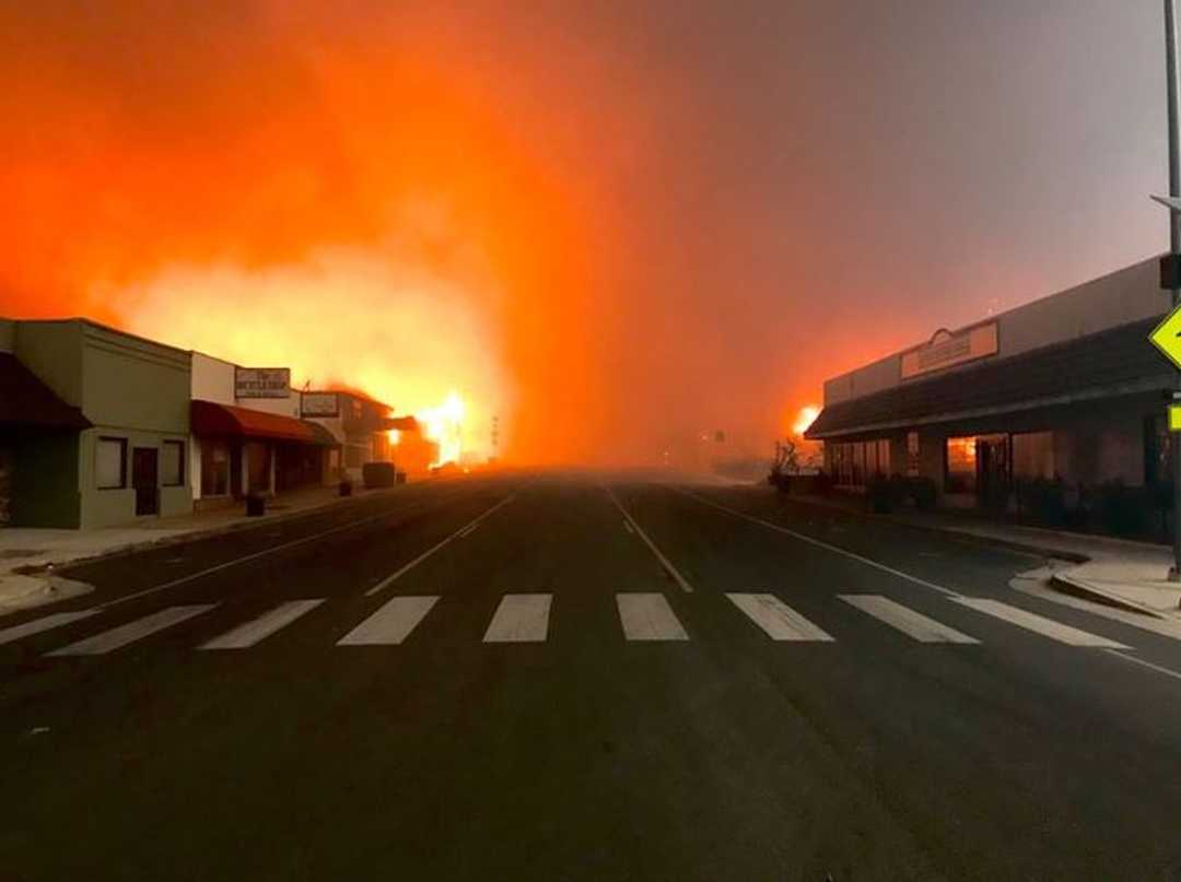 Camp Fire roars into Paradise after evacuations empty the town. Courtesy of Brandon Rittiman, ABC10