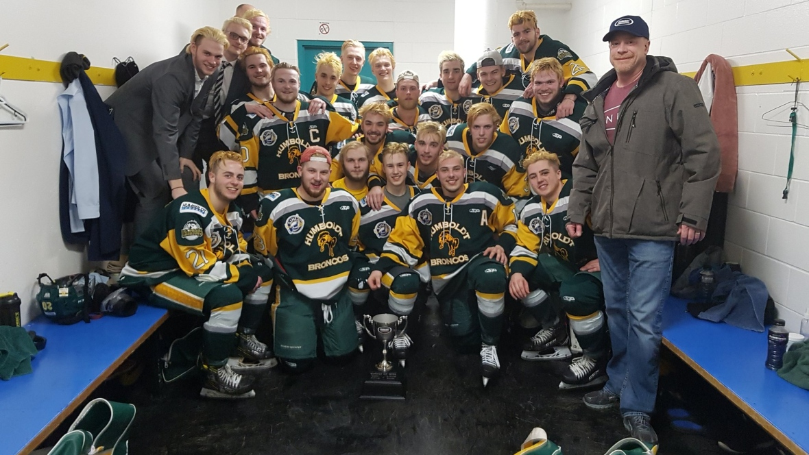 There are 24 members of the Humboldt Broncos, with members of the team ranging in age from 16 to 21. (Humboldt Broncos/Twitter)