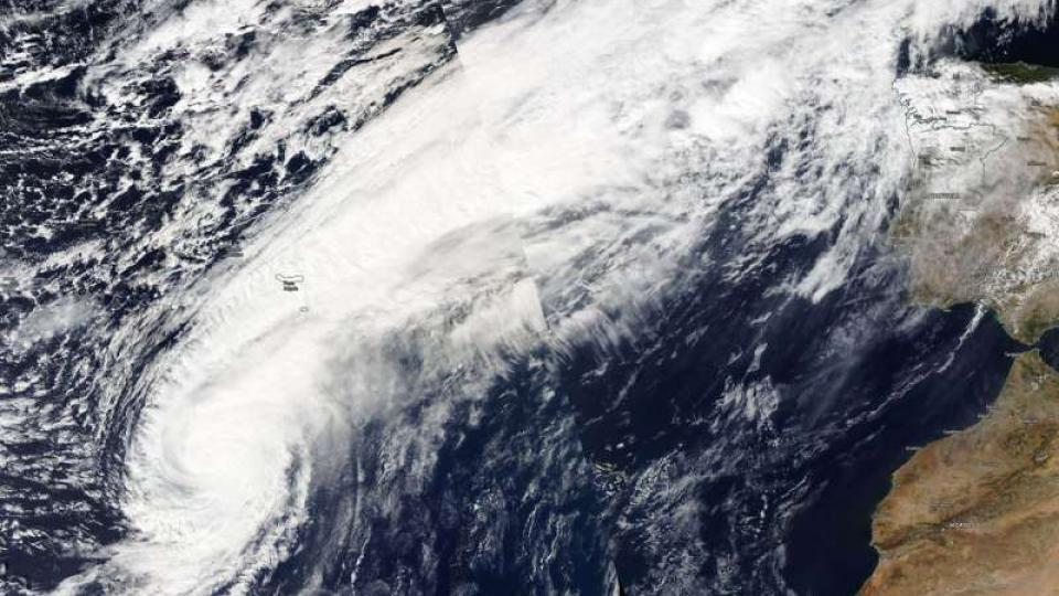 NASA-NOAA's Suomi NPP satellite passed over the Eastern Atlantic Ocean and captured a visible image of Hurricane Leslie. Credit: NASA Worldview, Earth Observing System Data and Information System (EOSDIS)/NOAA