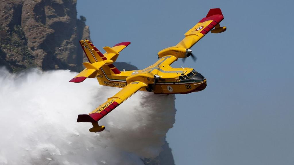 Italian water bomber. Photo: Wikipedia